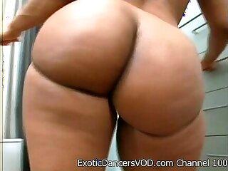 Big Ass Stripper teen Gets Nude