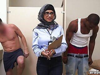 Mia Khalifa the Arab Pornstar Measures White Cock Black huge Cock