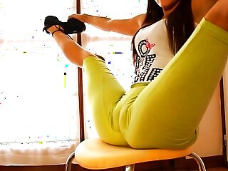 Big Booty Perfect Body Teen Stretching and Bending! Cameltoe Queen!
