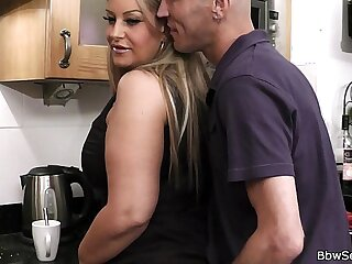 Cheating on wife plays with her sexy plumper