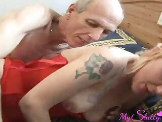 Mom loves to be fucked with cock