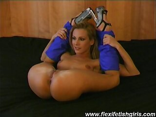 Flexible babe spreading pussy
