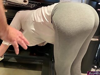 Stepmom is horny and stuck in the oven Erin Electra